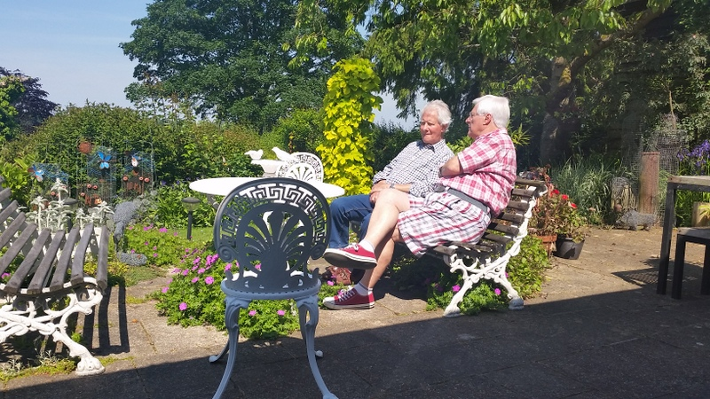 Keith & friend enjoying a few quiet moments . . putting the world to rights!