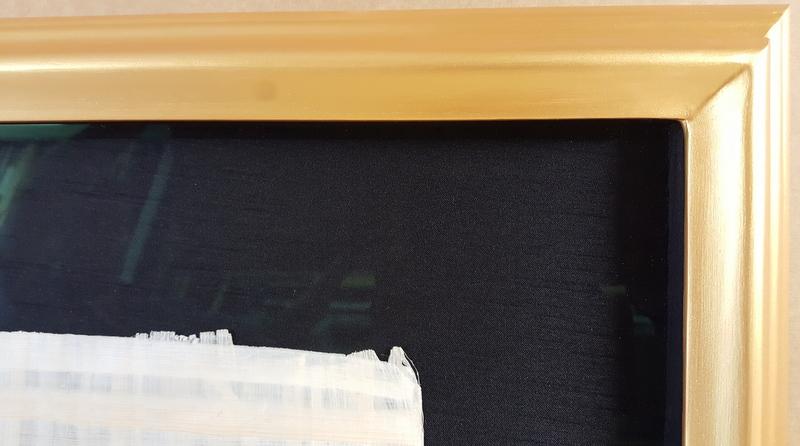 Gold closed corner frame